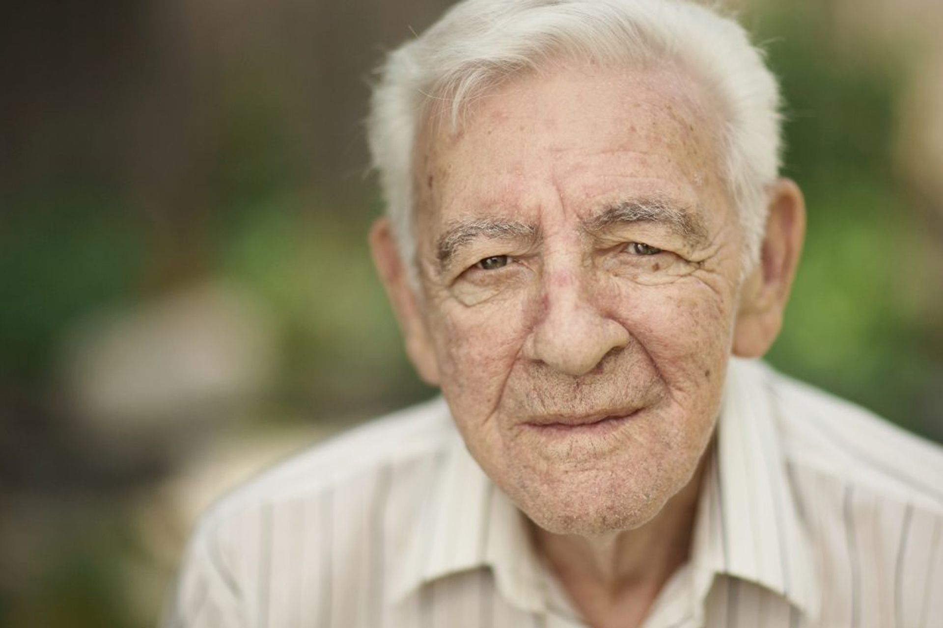 personne agée autonomie douce heure aide à domicile alzheimer structure